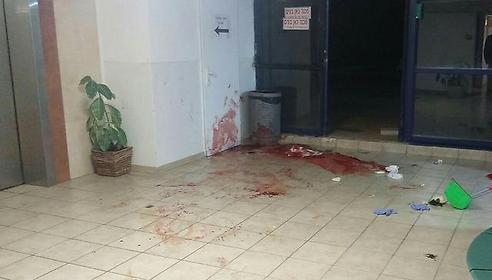 Scene of terror attack in Ma'ale Adumim (Photo: Medabrim b'Tikshoret)