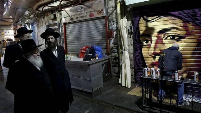 Solomon Souza hard at work at Mahane Yehuda market (Photo: Reuters)
