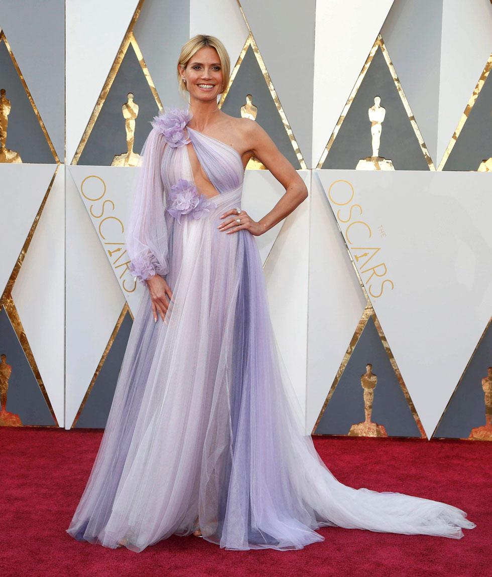 שמלת נסיכות חסרת עידון בתוספת מחשוף מיותר. היידי קלום (צילום: רויטרס)