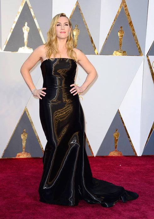 זו שמלה או סתם בד שחור מנצנץ ללא גזרה? קייט ווינסלט (צילום: EPA)