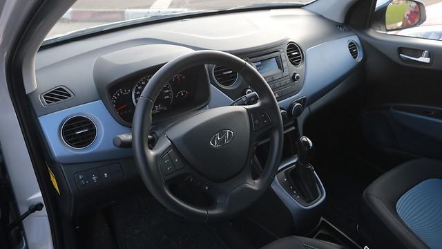סביבת הנהג של יונדאי i10 - עניינית ואינפורמטיבית (ירון ברנר) (ירון ברנר)