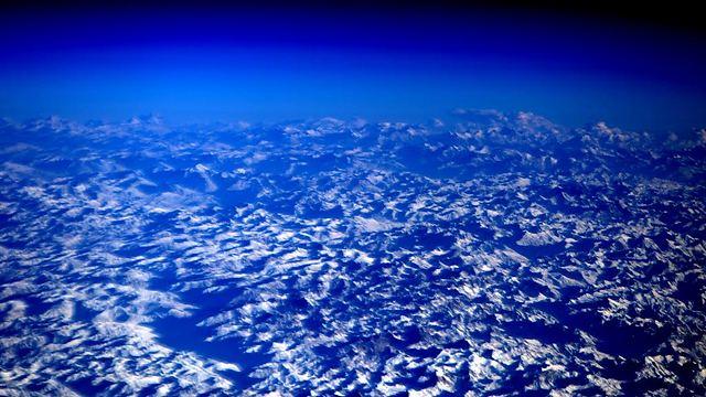 """הרי ההימאליה, כפי שצולמו על-ידי קלי בשבוע שעבר (צילום: סקוט קלי, נאס""""א) (צילום: סקוט קלי, נאס"""