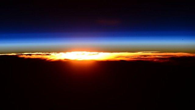 """השמש שוקעת השבוע (צילום: סקוט קלי, נאס""""א) (צילום: סקוט קלי, נאס"""