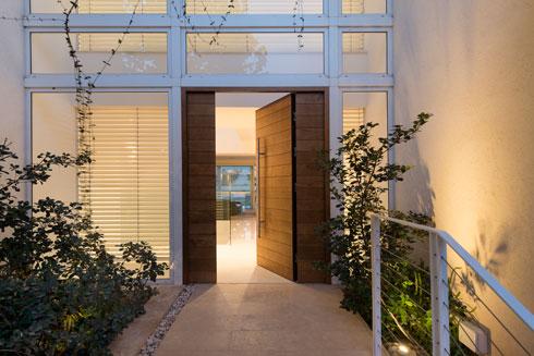 דלת הכניסה (צילום: גדעון לוין)