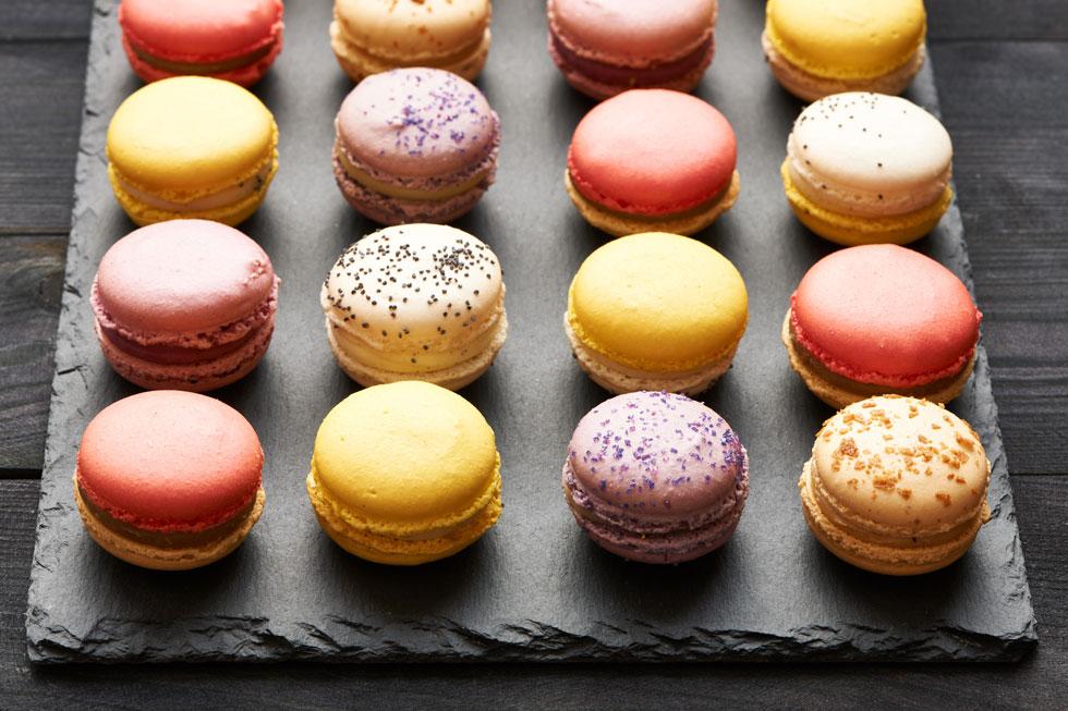 הטעם מגיע מהמילוי, המרקם מהעוגיות. מקרונים (צילום: Shutterstock)