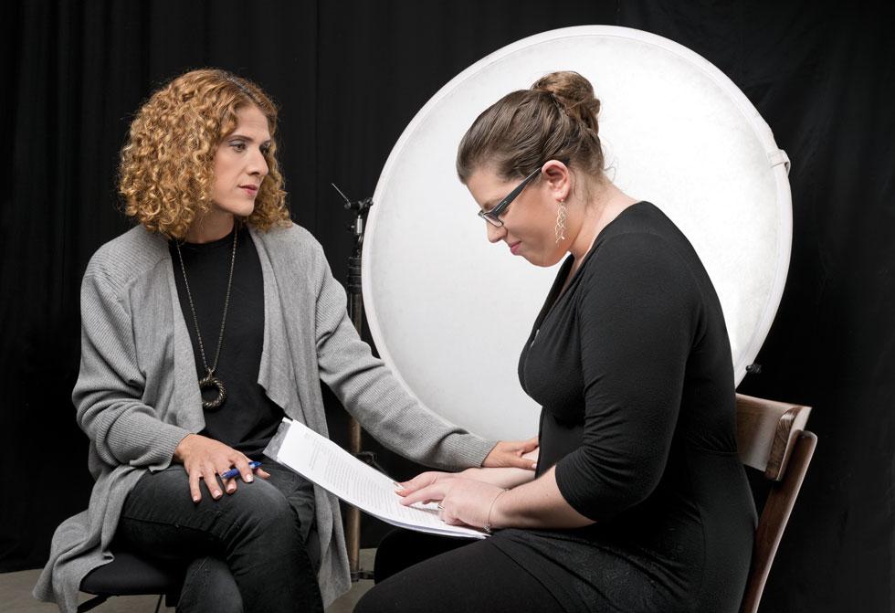 שרון רופא אופיר ואורי כספי במהלך הריאיון (צילום: יונתן בלום)