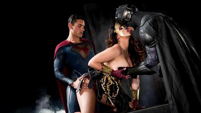 """מתוך """"Wonder Woman XXX"""" ()"""