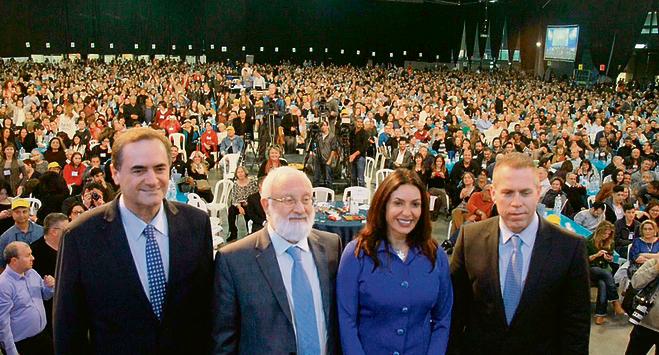 רים ישראל כץ, גלעד ארדן ומירי רגב עם הרב לייטמן באירוע של קבלה לעם בשבוע שעבר