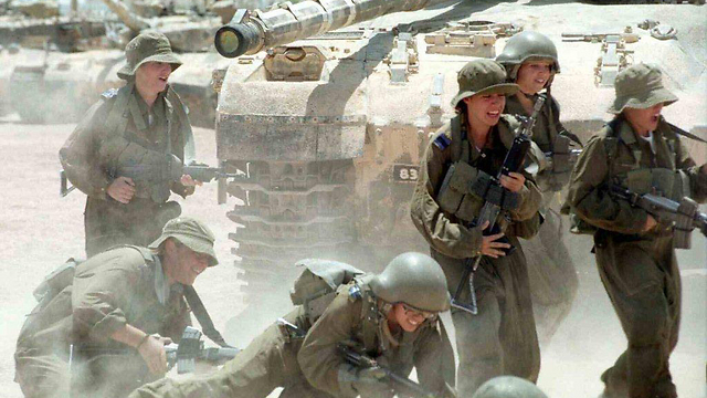 Armored Corps instructor course, 2000 (Photo: IDF Spokesman, courtesy of the IDF Archive)