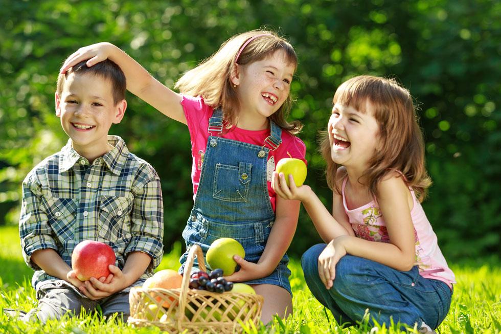 ארוחות ערב מושקעות בגינה הציבורית, אני עם כל החברות שלי והילדים, מול נדנדות, מגלשות, ארגזי חול ושמחה של ימי קיץ ארוכים (צילום: Shutterstock)