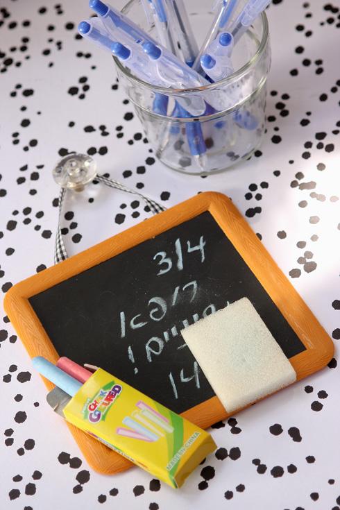 לוח משחק שמשמש להודעות ביתיות (צילום: אירית זילברמן)