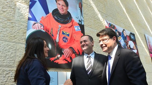 Ministers Akunis and Katz with Rona Ramon near the picture of the late Ilan Ramon (Photo: Kobi Gideon, Israel GPO)