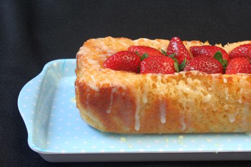 עוגת תותים ויוגורט בחושה (צילום: ילנה ויינברג)