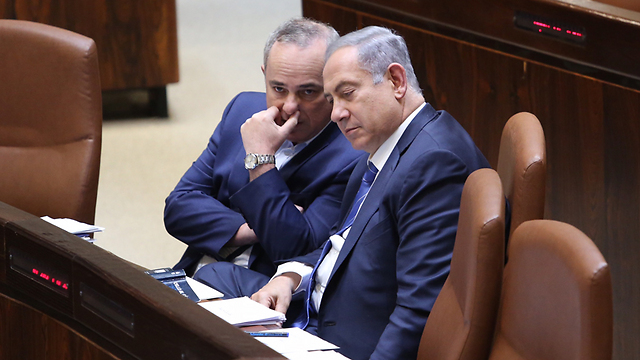 Prime Minister Netanyahu and Energy Minister Steinitz. Enjoying a convenient delay in investigations (Photo: Gil Yohanan)