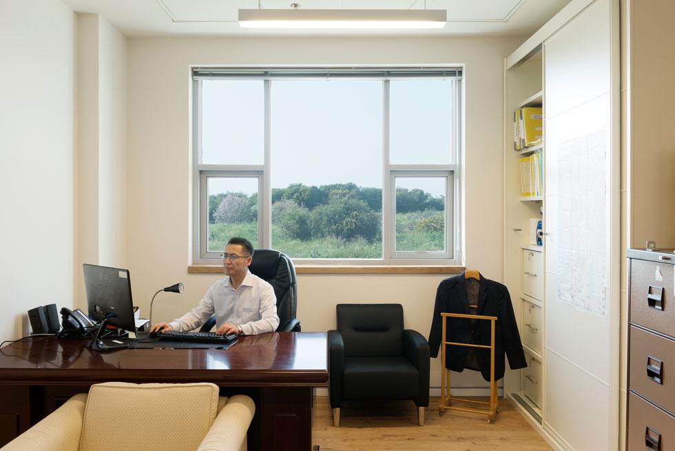 אצל השגריר. קודמו ביקש שטיח מקיר לקיר, הוא כבר ביקש להחליף לפרקט (צילום: גדעון לוין)