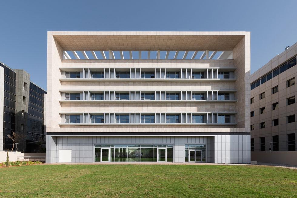 בניין שגרירות דרום קוריאה בישראל, הממוקם ברחוב הסדנאות בהרצליה פיתוח. הקוריאנים רכשו מהמדינה מגרש בן  3.3 דונם (צילום: גדעון לוין)