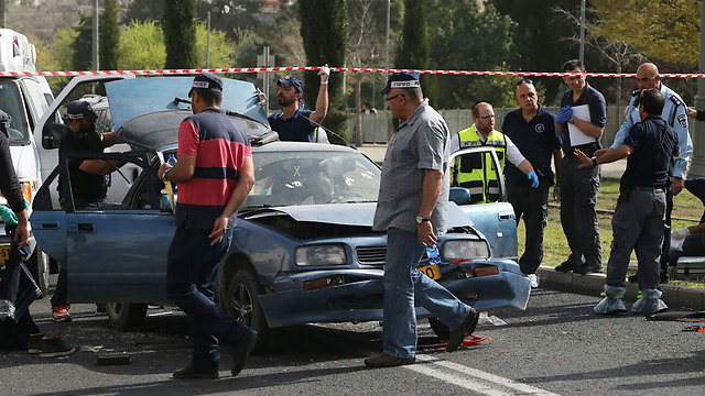 The terrorists' vehicle at the scene of the attack (Photo: Ohad Zwigenberg)