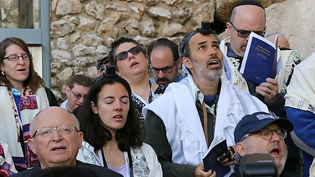 Reform Jews pray at the Western Wall (Photo: Y.R.)