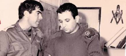 Gabi Ashkenazi and Ehud Barak before the decision to create the security zone (Photo: Yaakov Ben Alfi/GPO)