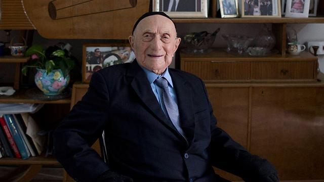 מת חודש לפני יום הולדתו ה-114. ישראל קרישטל (צילום: EPA)