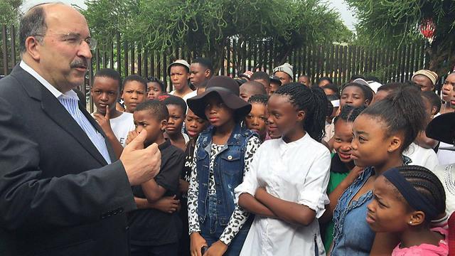 Gold meeting with SA youth outside Mandela House (Photo: MFA) (Photo: MFA)