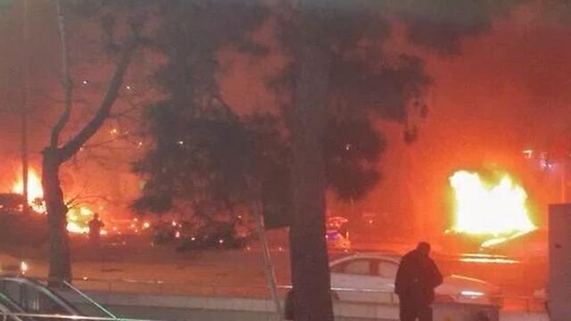 תמונות שהעלו גולשים לטוויטר מזירת הפיצוץ באנקרה ()