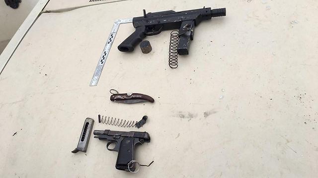 """כלי הנשק שנתפסו ברשות המחבלים (צילום: דובר צה""""ל) (צילום: דובר צה"""