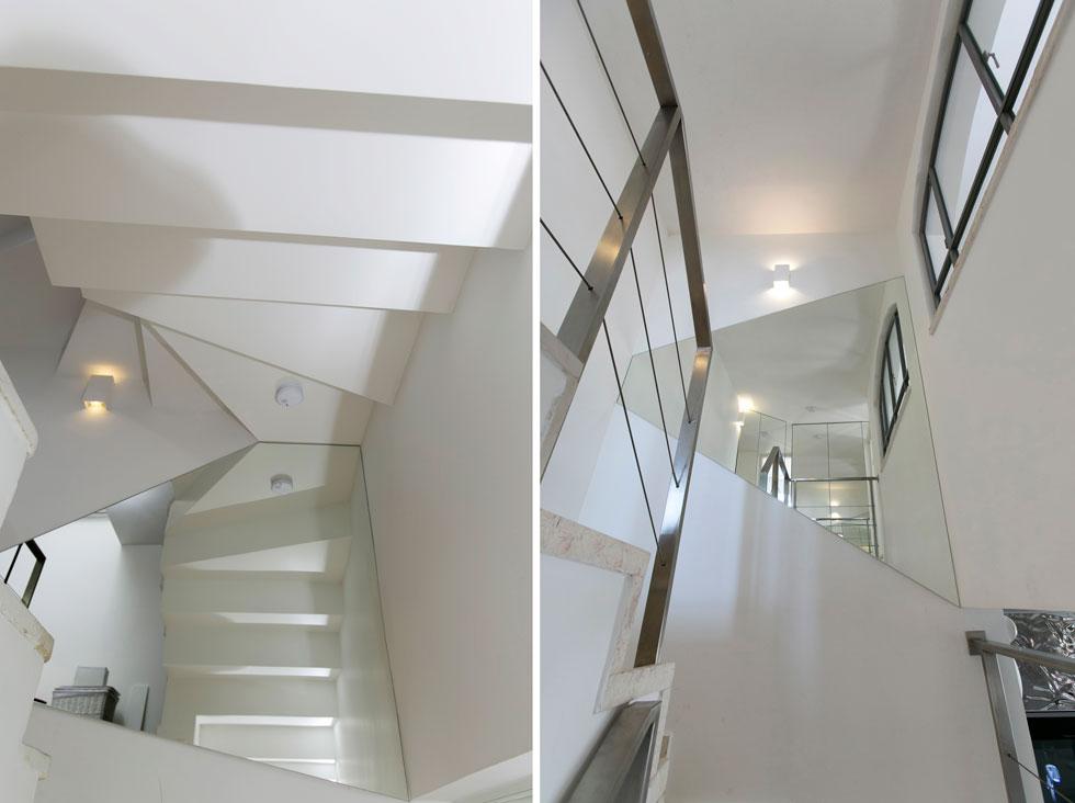 הדירה בת 100 מ''ר, המחולקים לשלושה מפלסים. את המדרגות מלוות מראות בחיתוכים מעניינים, חלקן מסתירות ארונות (צילום: שירן כרמל)