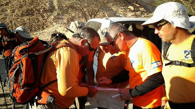 היחידה בשטח. לדעת איך לטייל במדבר (צילום: באדיבות יחידת חילוץ ערבה) (צילום: באדיבות יחידת חילוץ ערבה)