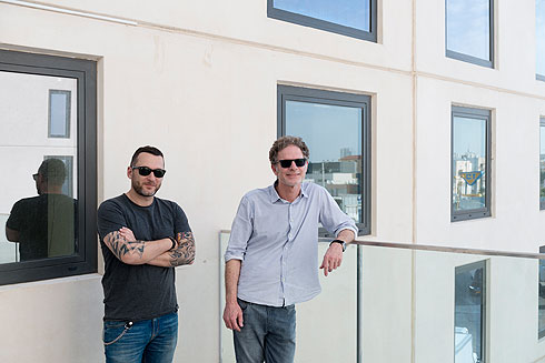 האדריכלים גידי בר אוריין (מימין) וסיימון גירשוביץ' (צילום: גדעון לוין)