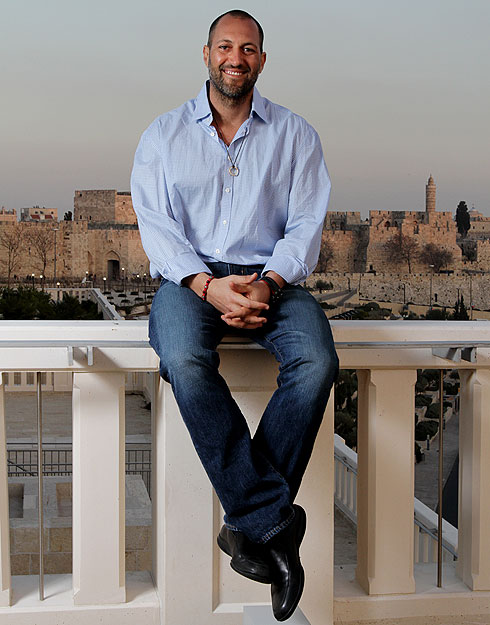 """אגייאר בירושלים. """"רצון בלתי נלאה לגלות את האמת"""" (צילום: אלכס קולומויסקי)"""