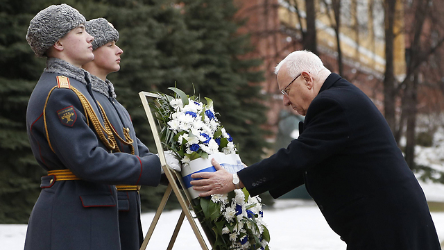 President Rivlin lays wreath on the Tomb of the Unknown Soldier in Mocow, Photo: AFP