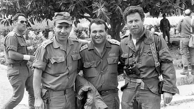 Dagan (center) with Yossi Ben Hanan, Chaim Nadal and Amos Yaron (Photo: Mickey Tsarfati, Bamahane)