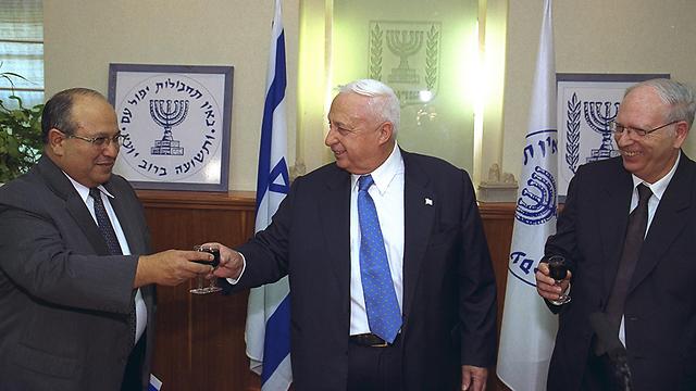 Dagan and Sharon (Photo: Yaakov Sa'ar, GPO)