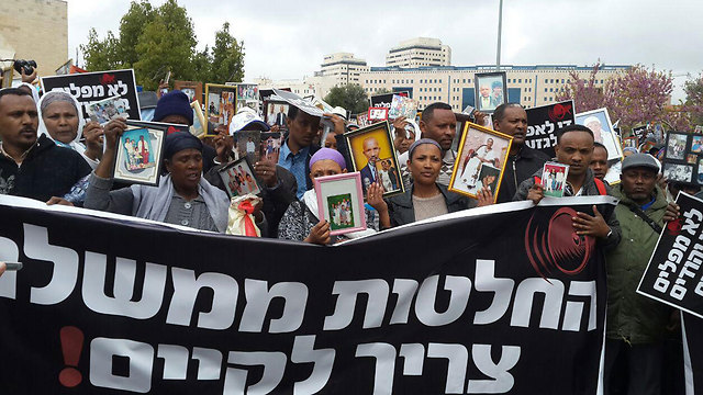 Ethiopian Jews demonstrating in Jerusalem (Photo: Omri Efraim)