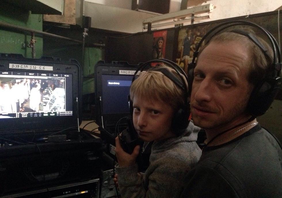 לאון פרודובסקי עם בנו מיכה ()