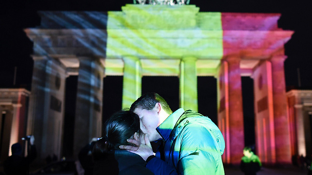 A support demonstration at Brandenburg Gate following Brussels attack (Photo: AP)