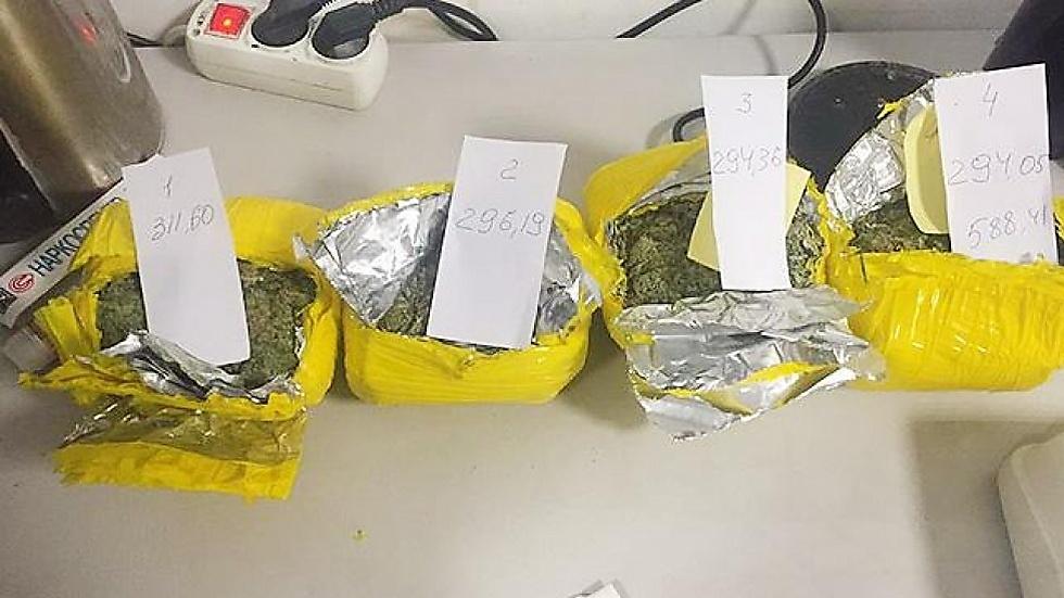 הסמים שנתפסו במזוודות של הזוג החרדי (צילום: censor.net.ua) (צילום: censor.net.ua)