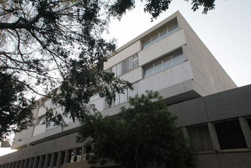בית המשפט ברחוב ויצמן, אחד המבנים הנודעים בסגנון (אדריכל: זאב רכטר), אמור להיות מהחשובים ברשימת השימור (צילום: אמית הרמן)