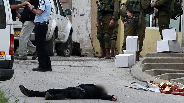 גרסאות שונות על הירי במחבל בחברון (צילום: AFP) (צילום: AFP)