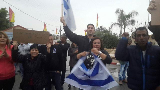 מפגינים תמיכה בחייל, ליד באר שבע