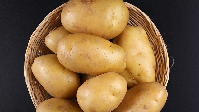 יכול להיות שבכמוסה ממתין לכם קמח תפוחי אדמה (צילום: shutterstock)