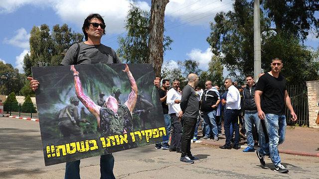 יותר מ-1,000 בני אדם הגיעו לתמוך בחייל (צילום: אבי רוקח) (צילום: אבי רוקח)