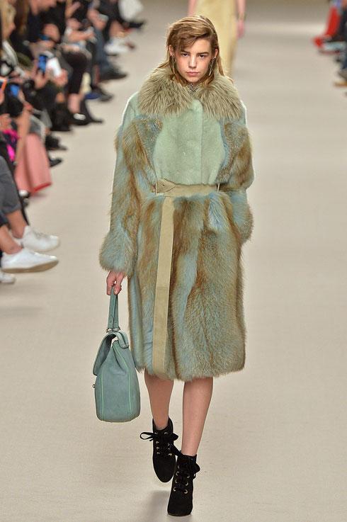 הפרווה עדיין נמצאת בשימוש תדיר כמעט בכל בתי האופנה המובילים. לנוון (צילום: Gettyimages)