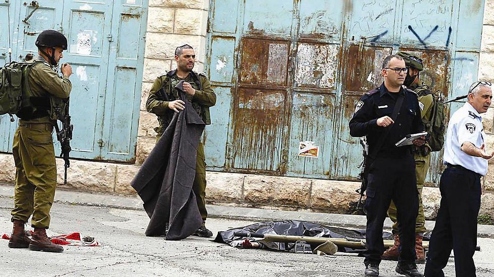 The scene of the Hebron attack (Photo: EPA)