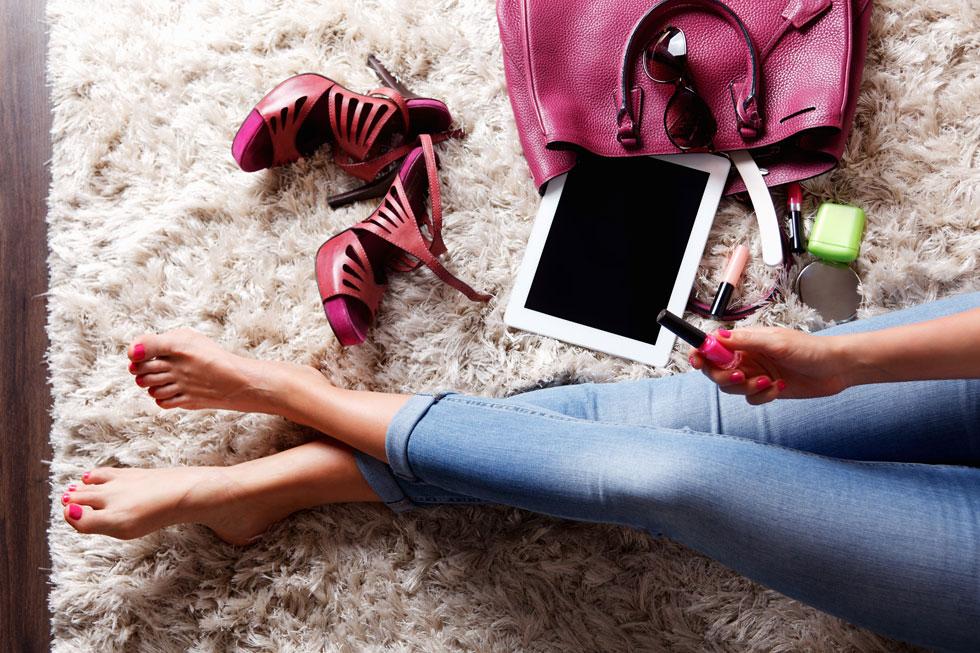 להתראות גרביים ומגפיים, שלום סנדלים וכפכפי אצבע (צילום: shutterstock)