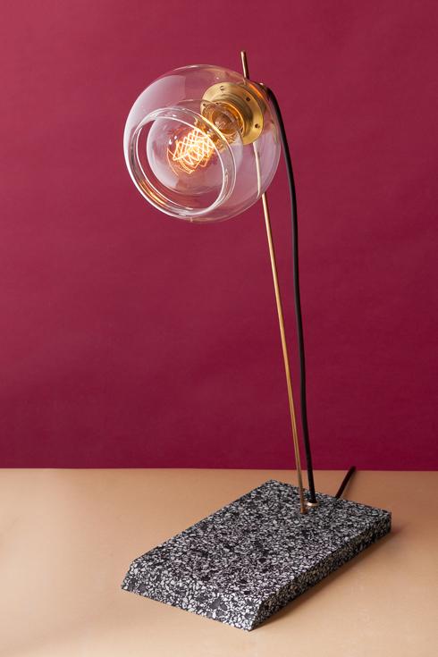 זכוכית, פליז ואבן קיסר. אוהד בנית (צילום: באדיבות צבע טרי)