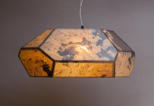 אבן צפחה דקה כנייר. אריאל צוקרמן (צילום: באדיבות צבע טרי)
