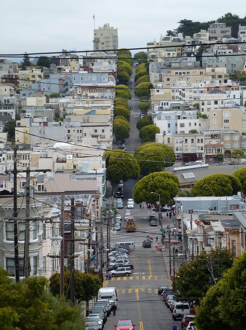 הרחובות העולים והיורדים של העיר (צילום: סיגלית בר, bartravel)