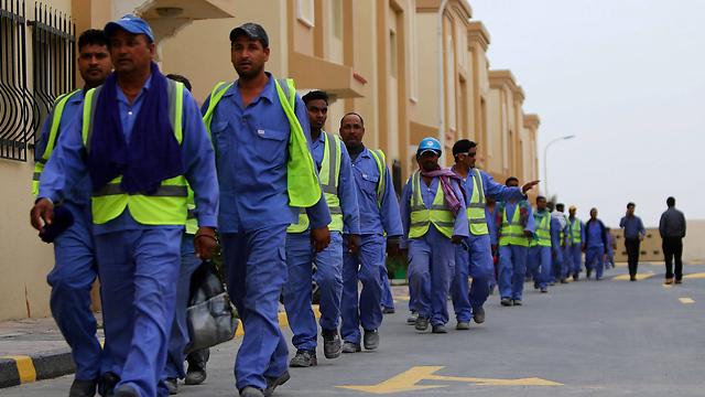 עובדים זרים בקטאר בהכנות למונדיאל 2022 (צילום: AFP) (צילום: AFP)